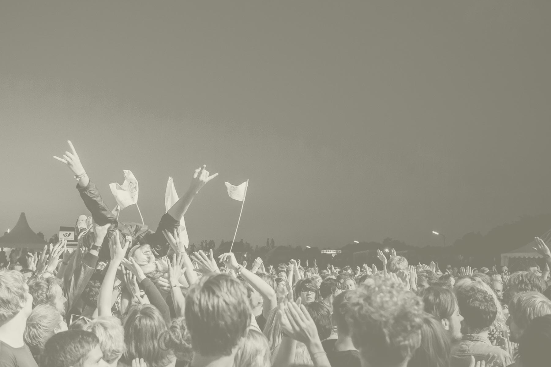 bg-crowdsurfing
